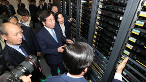 남북정상회담 D-2, 프레스센터 점검하는 이 총리