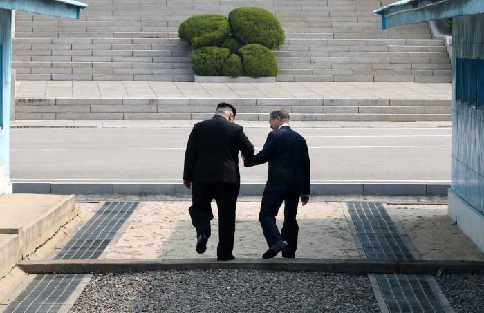 [2018 남북정상회담]문재인 대통령과 김정은 국무위원장 첫만남