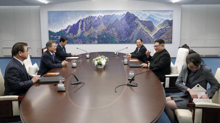 [2018 남북정상회담]사진으로 살펴 본 첫 남북 정상회담