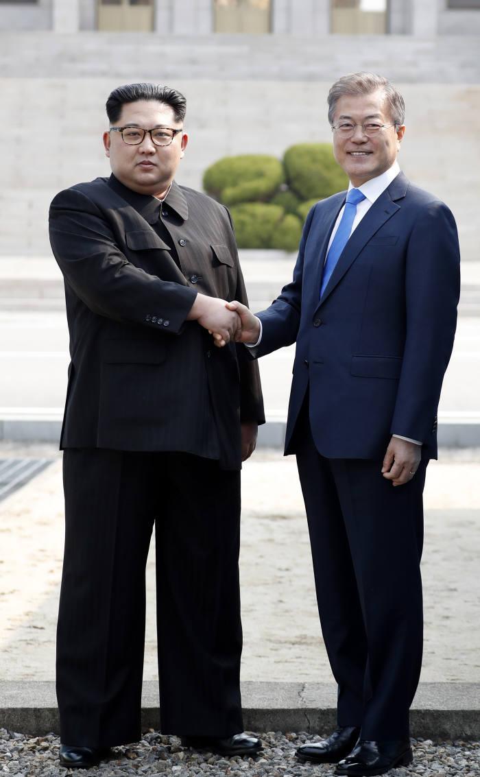 [2018 남북정상회담]한반도 평화구축 명문화...올해 종전 선언, DMZ는 평화지대로