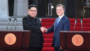 남북 정상, '시간통일·핵실험장 폐쇄공개' 즉석 합의…상징적 의미 넘어서다