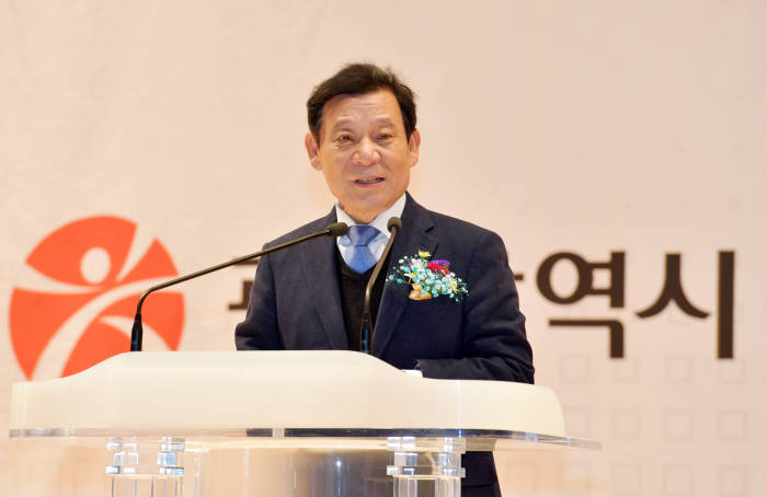 윤장현 광주시장이 5일 오전 김대중컨벤션센터 다목적홀에서 열린 '2017 광주 광산업 유망기술 로드쇼 및 바이오 초청 수출상담회'에서 축사를 하고 있다.