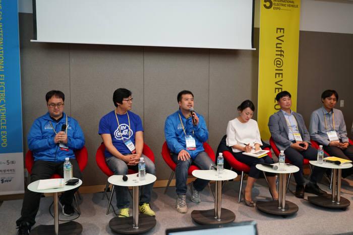 지난 4일 한국전기차사용자협회(KEVUA)가 제주 국제컨벤션센터에서 전기차 사용자 및 환경부·한국전력 전기차(충전) 보급 담당자와 함께 '환경부 전기차 보조금 정책 개선'을 주제로 토론회를 열었다.