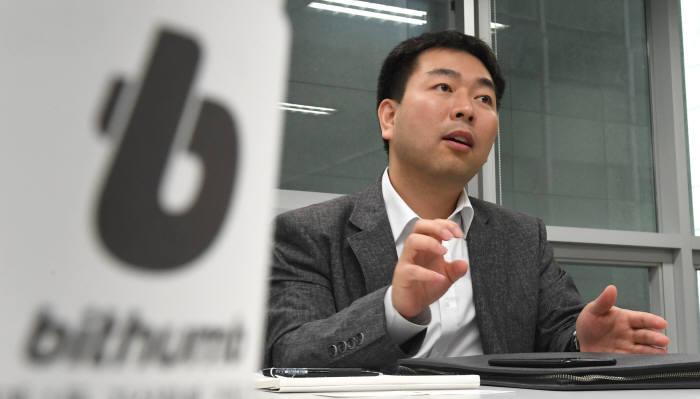 허백영 빗썸 대표가 본지 단독 인터뷰를 통해 최근 논란이 됐던 팝체인 상장 논란에 대해 입을 열었다.