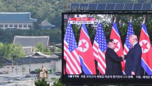 도널드 트럼프 미국 대통령과 김정은 북한 국무위원장의 역사적인 첫 만남