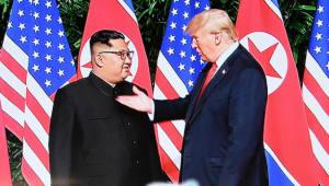 도널드 트럼프 대통령과 김정은 북한 국무위원장 산책 나서