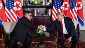 트럼프·김정은, 북미정상회담 공동합의문에 서명