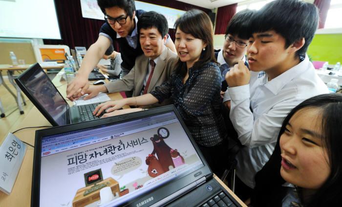 2012년 서울 한 초등학교에서 열린 게임과몰입 상담 현장