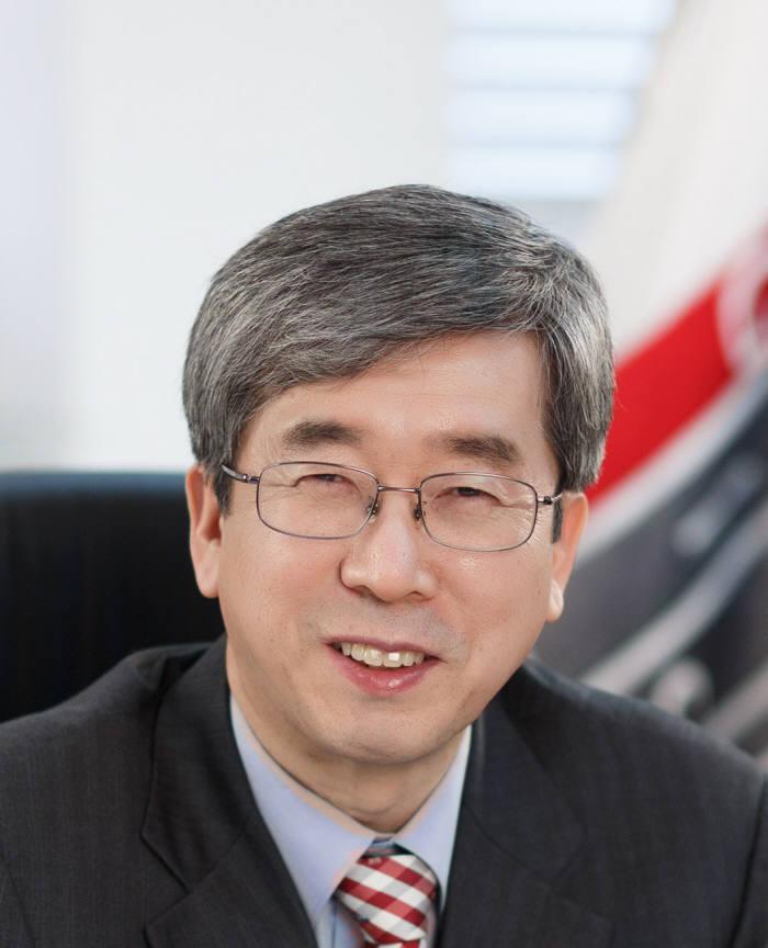 """문승현 GIST 총장은 """"4차 산업혁명에 대비한 사회적 역할과 책무를 충실히 수행할 수 있도록 최선을 다하겠다""""고 강조했다."""
