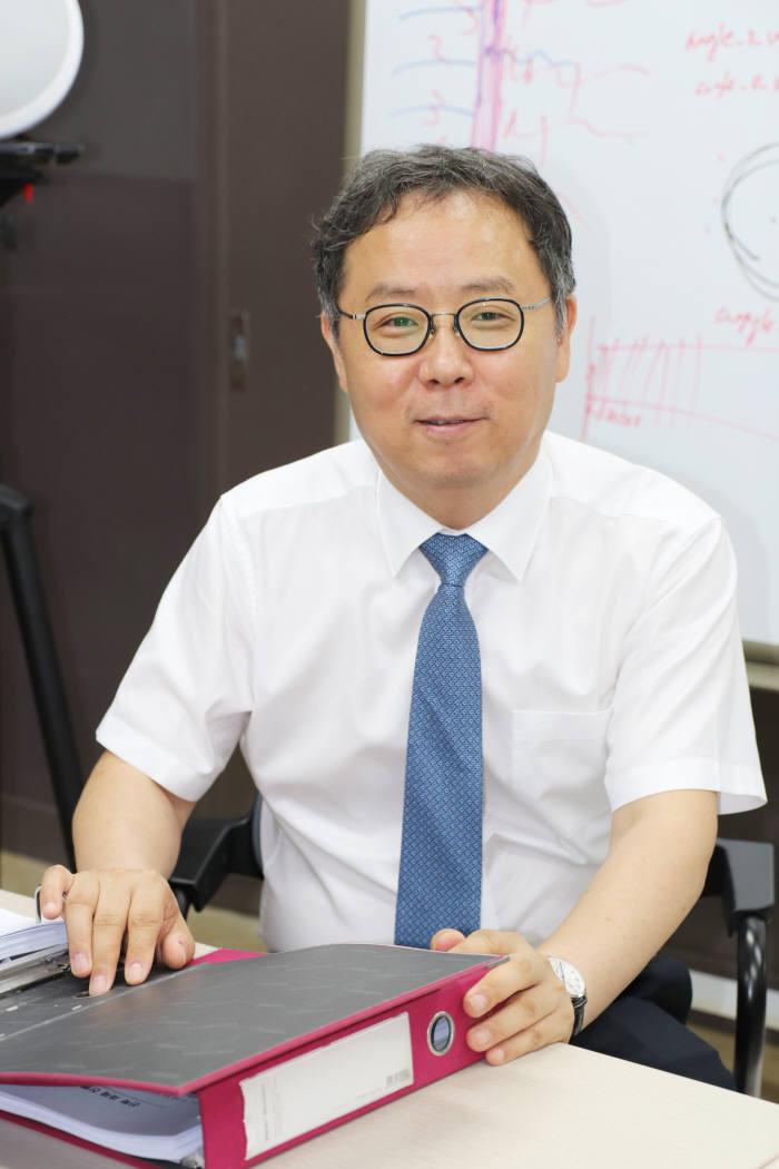"""김홍국 GIST 교수 """"AI가 청각지능 분야의 발전으로 사람과 비슷한 수준으로 언어를 이해할 수 있게 됐다""""고 말했다."""