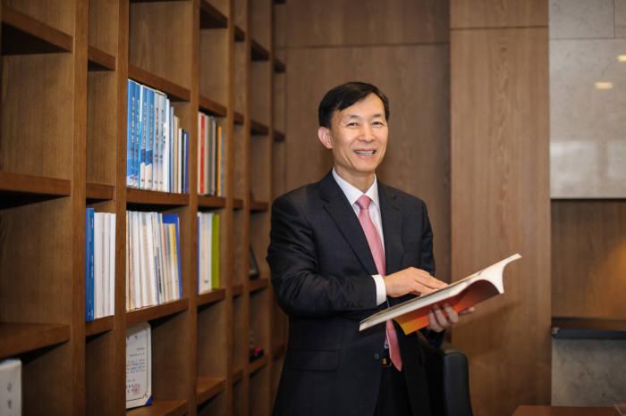 유석재 국가핵융합연구소장은 KSTAR에 적용할 새로운 성장 동력마련과 핵융합 실증로(K-DEMO) 구현 기반 마련으로 새로운 기관 도약을 준비한다고 밝혔다.