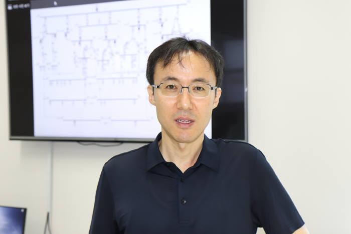 """김진호 GIST 교수는 """"AI 등 신기술 활용은 에너지의 이용 효율을 높이는데 도움이 될 것""""이라고 말했다."""