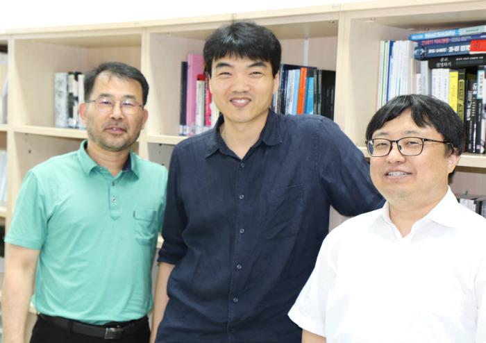 GIST 기초교육학부 소속 장진호, 최원일, 황치옥 교수(오른쪽부터).