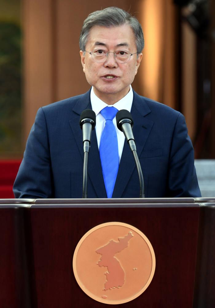 지난 4월 판문점 선언 내용을 발표하고 있는 문재인 대통령<한국공동기자단>