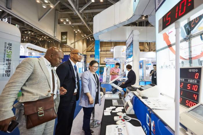 지난해 열린 K-ICT 위크 인 부산 전시장내 중소IT기업 부스.