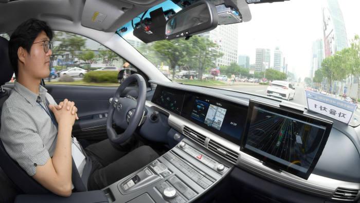 현대자동차 수소전기차(FCEV) 넥쏘(NEXO) 자율주행 ㅅ연 모습 (전자신문DB)