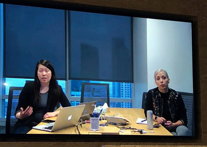 사라 수 페이스북 뉴스피드 제품개발 매니저(좌측)