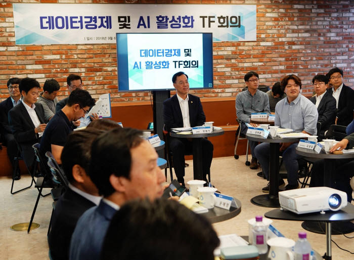 민원기 과학기술정보통신부 제2차관이 지난 6일 레이니스트 본사에서 열린 민관합동 TF 발족회의에 참석했다.