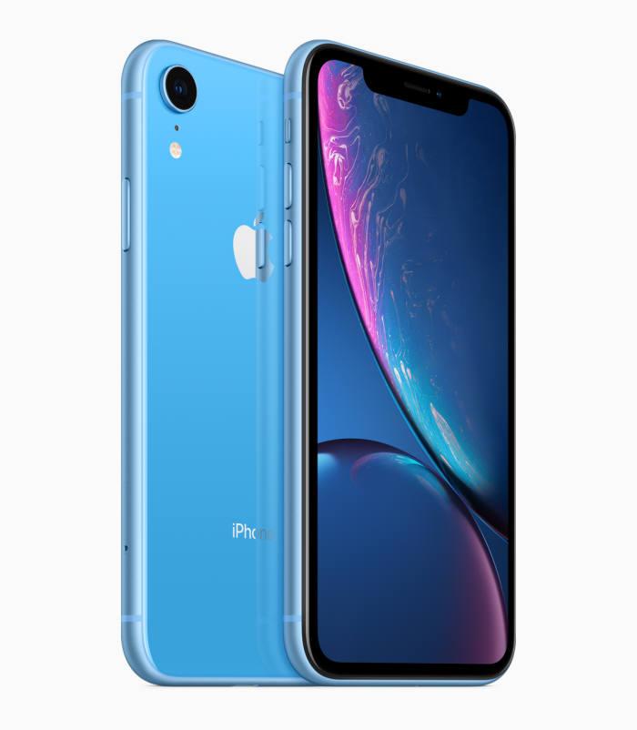 아이폰XR 블루 색상.