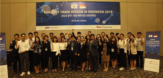 광주전남SW융합클러스터사업단은 최근 인도네시아와 베트남에 정보통신기술(ICT)·SW전문업체 10개사로 구성된 시장개척단을 파견해 100억원 규모의 수출 계약을 체결했다.