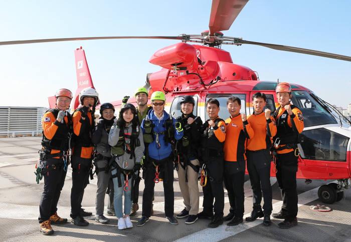 고대구로병원 중증외상수련센터와 서울시119특수구조단 관계자가 합동 훈련 후 기념 촬영했다.