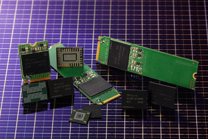 SK하이닉스 96단 512Gbit TLC 4D 낸드플래시와 솔루션 제품<사진 SK하이닉스>