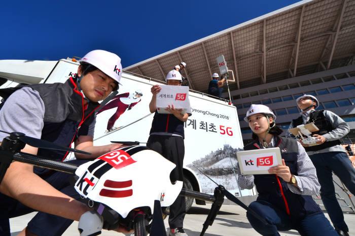 KT가 2018 평창 동계올림픽에서 5세대(5G) 이동통신 장비를 활용해 드론 등 서비스를 테스트했다.