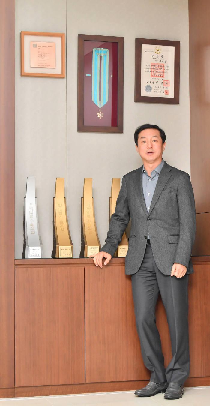 [데스크가 만났습니다]김영달 아이디스홀딩스 대표