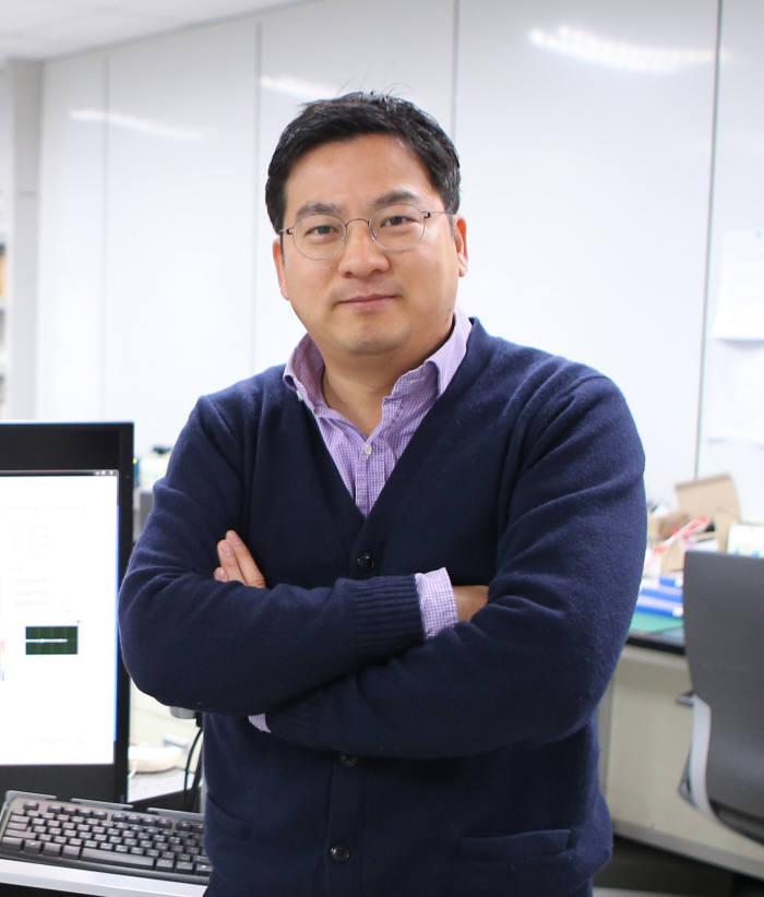 각종 피부질환상태를 분석할 수 있는 분광 이미징 기반 모바일 헬스케어시스템을 개발한 황재윤 DGIST 정보통신융합전공 교수