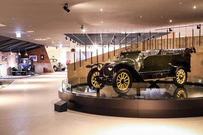 푸조·시트로엥 자동차 박물관 내부.