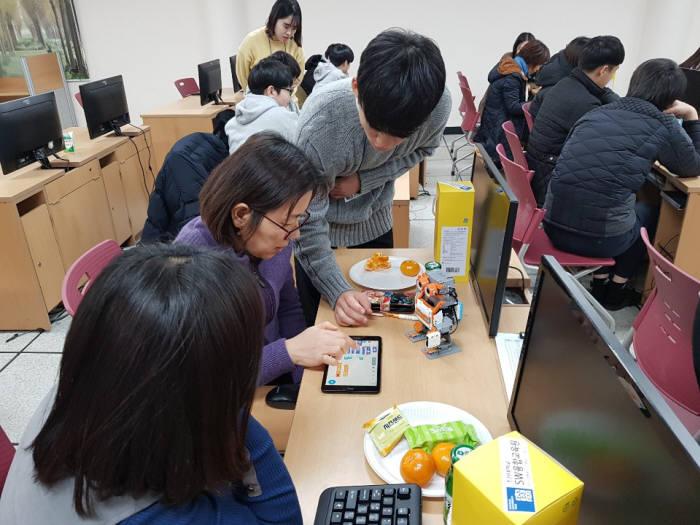 조선대학교 SW융합교육원은 지난 7일 오후 2시부터 5시까지 3시간 동안 나주 남평중학교 정보실에서 찾아가는 SW특강을 진행했다.