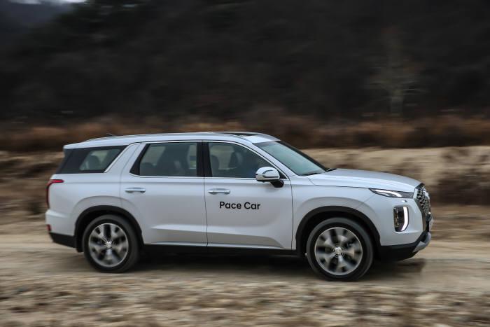 현대자동차 대형 SUV 팰리세이드 험로 주행 모습 (제공=현대자동차)
