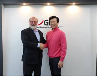 태란스 박 지비시코리아 대표(오른쪽)이 서울 강남구 삼성동 본사에서 구글이 선정한 미래학자 토마스 프레이를 만나 M&A플랫폼과 블록체인의 미래에 대해 의견을 나눴다.