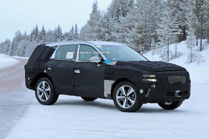 혹한지역에서 테스트 중인 제네시스 첫 번째 SUV GV80(프로젝트명 JX1) (출처=카스쿠프닷컴)