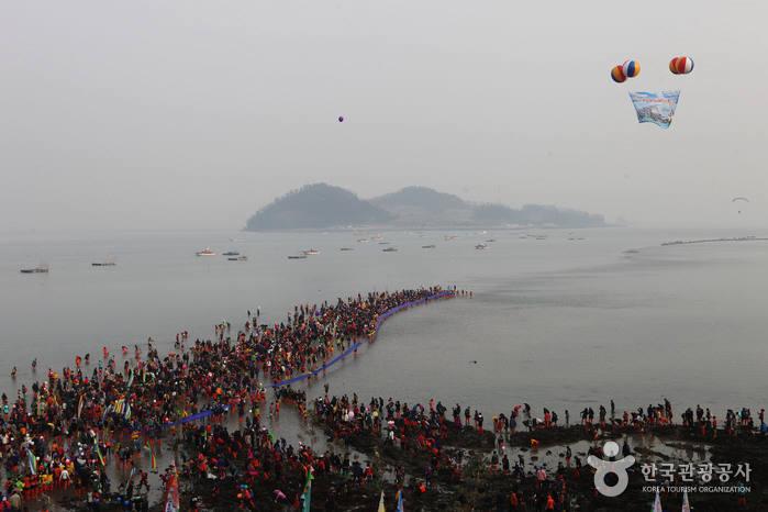 진도 신비의 바닷길 축제. (사진=한국관광공사 제공)