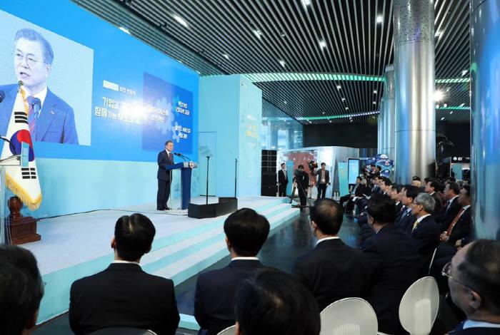 문재인 대통령이 21일 오전 기업은행 본점에서 열린 혁신금융 비전 선포식에 참석해 발언하고 있다. <사진 청와대>