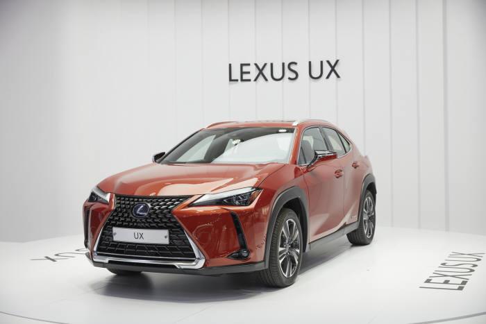 렉서스 첫 콤팩트 스포츠유틸리티차량(SUV) UX.