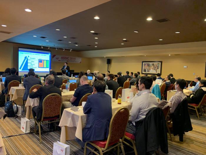 큐알티는 5일(현지시간) 미국 산호세에서 ASSIC(자동차 반도체 안전 혁신 컨퍼런스) 2019를 개최했다. 조나단 펠리시 NASA 박사가 기조연설하고 있는 모습. (사진=큐알티)