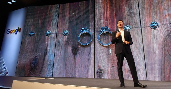 3월 장충동 신라호텔에서 열린 AI with Google 2019 Korea-모두를 위한 AI에서 존 리 구글코리아 사장이 환영사를 하고 있다