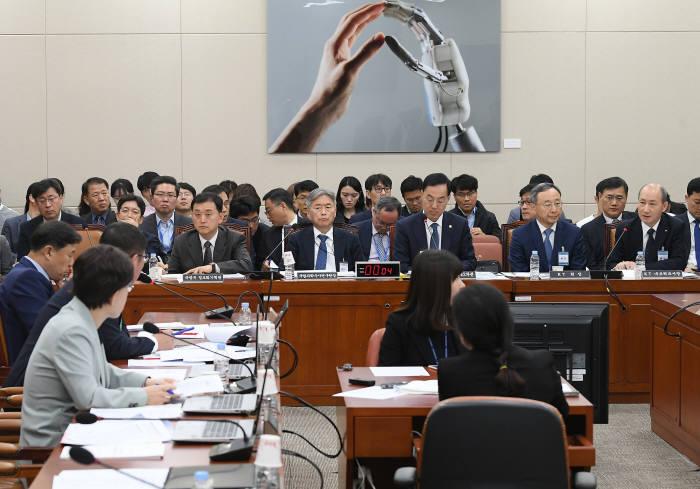 청문회 출석한 오성목 KT네트워크 사장