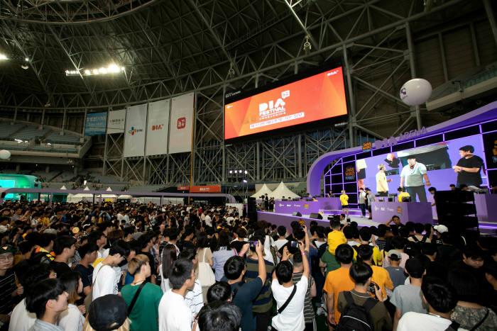 CJ ENM 1인 창작자 지원 사업 다이아 티비(DIA TV)가 게임 크리에이터 축제 게임즈콘(GAMEZCON) 2019 서울(가제)을 개최한다. 사진은 지난해 열린 아시아 최대 1인 창작자 축제 다이아 페스티벌 2018.