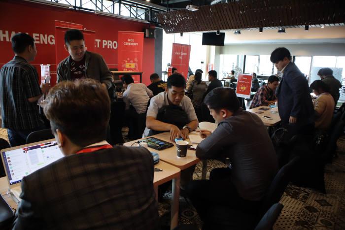 인도네시아에서 열린 2019 챌린지마켓 진출지원 프로그램에서 현지 이용자를 대상으로 포커스그룹테스트를 진행했다.
