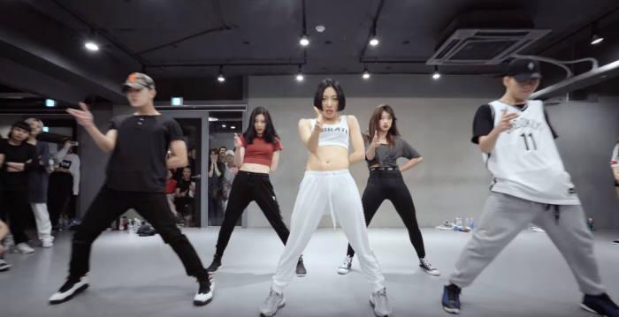 CJ ENM 1인 창작자 지원 사업 다이아 티비 파트너 원밀리언 댄스 스튜디오의 안무 영상