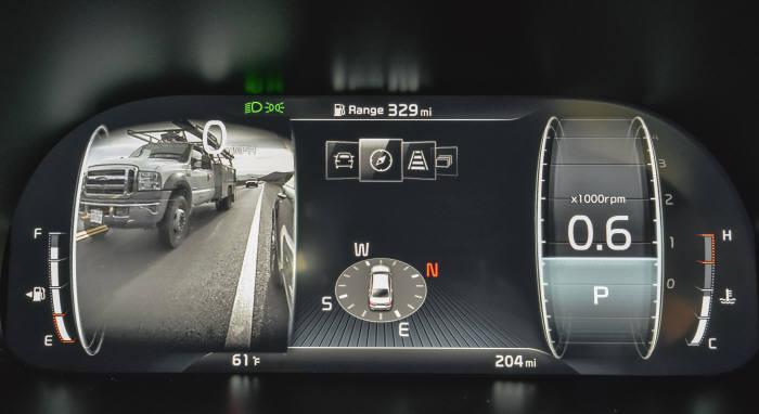 기아자동차 플래그십 세단 K9 12.3인치 디지털 클러스터에 나타난 왼쪽 후측방 모습(제공=기아자동차)