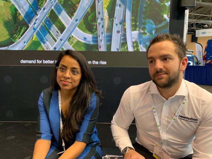 EVS32현장에서 본지 기자와 인터뷰 중인 셉 빌렉(Seb Bielec 오른쪽) 뉴모션 영국 사업 총괄.