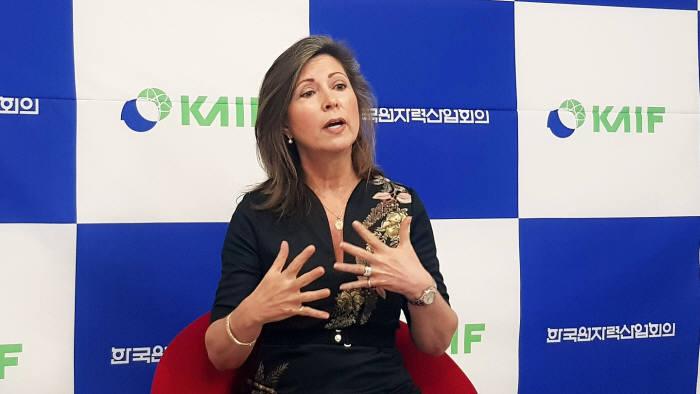 마리아 코르스닉 미국원자력협회 회장.
