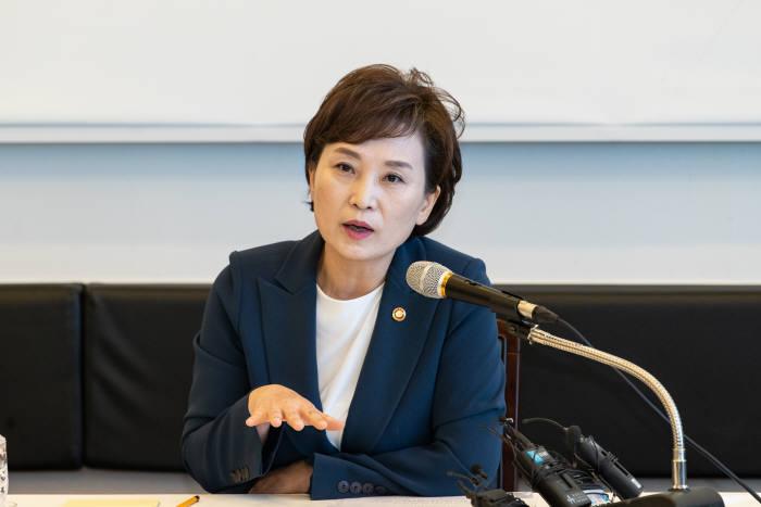 김현미 장관의 당근 '대곡~킨텍스, 인천 2호선 일산 연결'…뿔난 일산 돌아설까