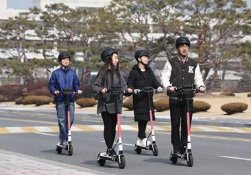현대차와 카이스트와 함께 지난 2월부터 4월 중순까지 KAIST 대전 캠퍼스 내에서 전동 킥보드 공유 시범 사업을 진행했다.