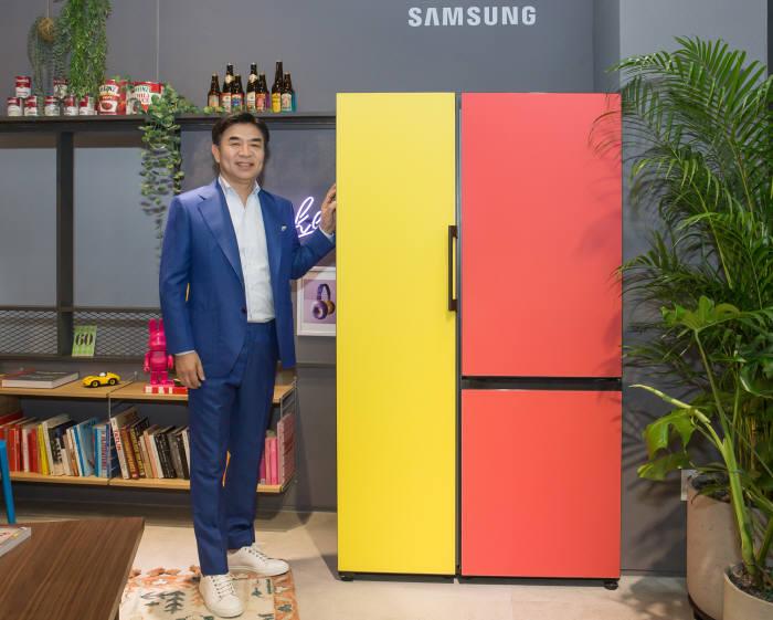 김현석 삼성전자 사장이 비스포크 냉장고를 소개하고 있다.