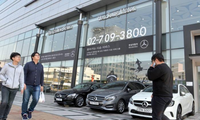 서울 시내 한 수입차 전시장 전경. (전자신문 DB)